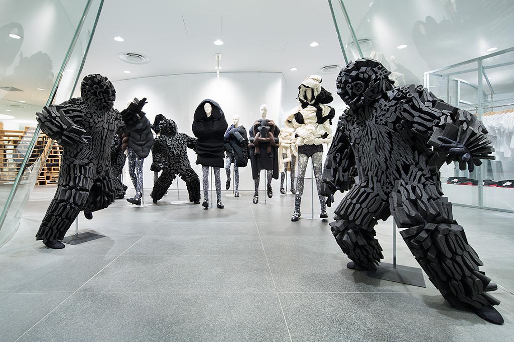 niek pulles monsters foamboy comme des garçons fashion installation heyniek